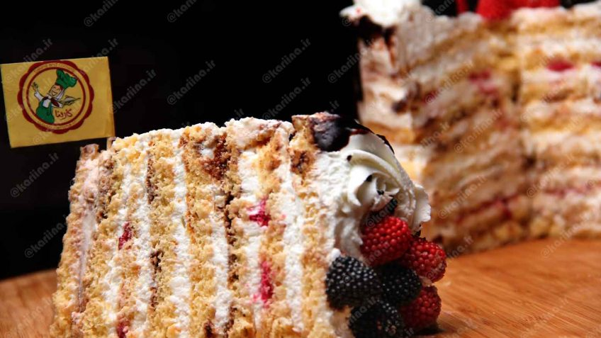 کیک لایه ای شیر عسلی